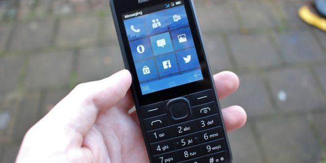 Microsoft měl hotový hloupý telefon sdlaždicemi. Máme jeho fotografie i parametry