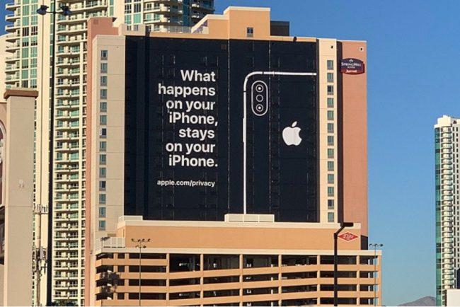 Nepřehlédnutelný billboard Applu v Las Vegas