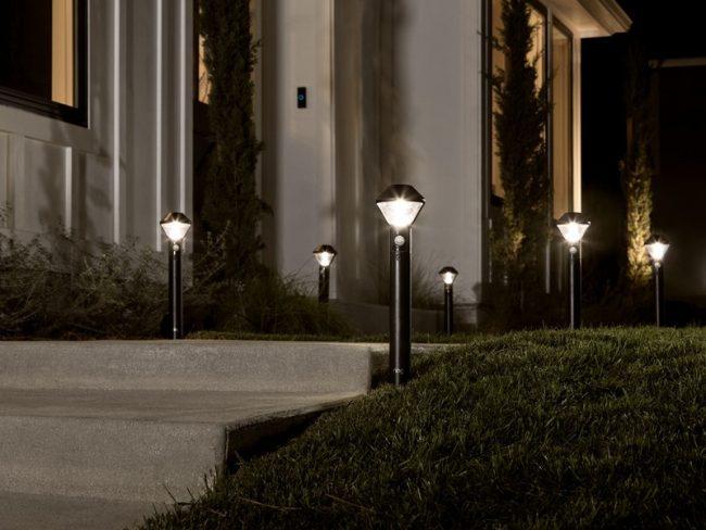 Osvětlení chodníku jako jedno z možných komponent komplexu zabezpečení