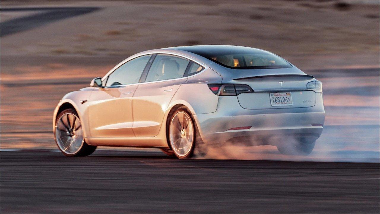 Tesla Model 3 dorazila do Evropy