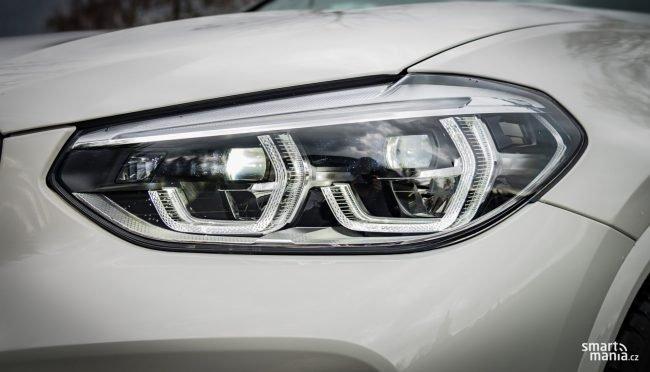 Adaptivní LED světlomety umí vymaskovávat vozidla, takže mimo město svítí téměř stále dálkové světlomety a ostatní účastníci silničního provozu zůstávají ve tmě.