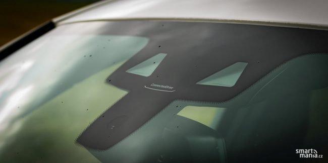 Plná bezpečnostní výbava je samozřejmostí. Auto čte značky, drží se v jízdních pruzích, tady není co zlepšovat.