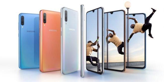 Samsung Galaxy A70: obrovský telefon sprotáhlým displejem, velkou baterií a rychlým nabíjením