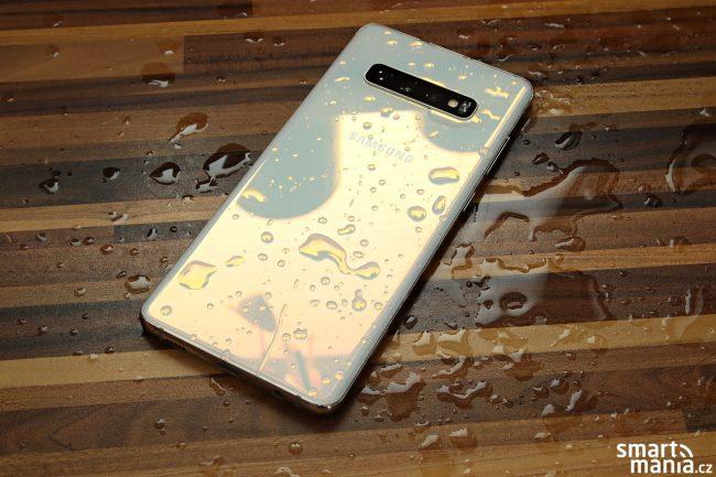 Díky stupni krytí IP68 se Galaxy S10+ nebojí prachu ani vody