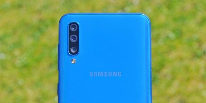 Samsung Galaxy A50 recenze: vydařená střední třída s čtečkou v displeji