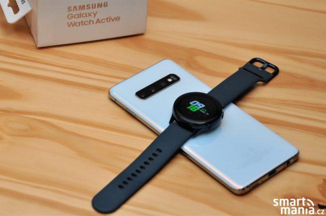 Samsung Galaxy Watch Active se nabijí i ze zad vlajkových modelů S10,S10+ a S10e