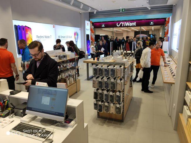 Xiaomi v Jihlavě otevřelo Mi Store. Slevy přilákaly stovky zájemců