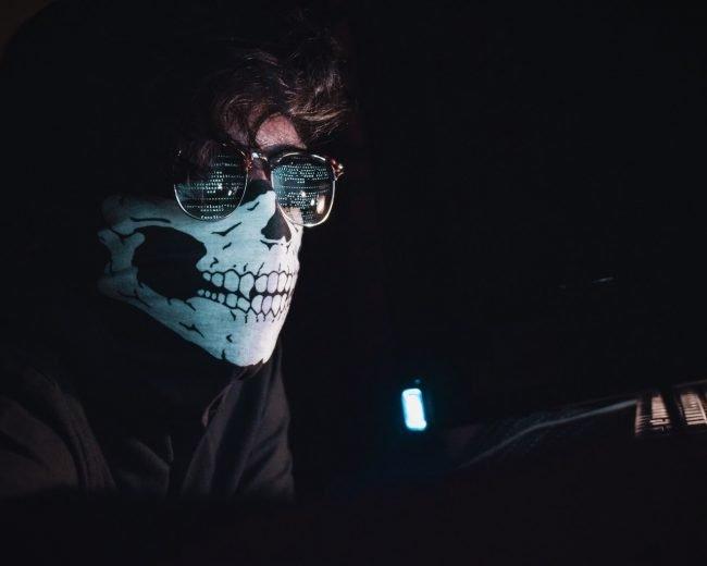 Hacker (zdroj: Unsplash.com)