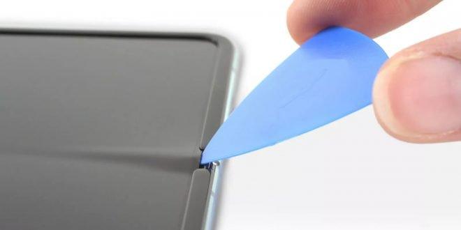 iFixit rozebral Galaxy Fold. Kvůli vážné konstrukční chybě je extrémně křehký