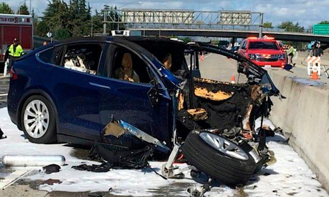 tesla autopilot crash nehoda