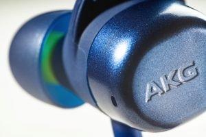 AKG N200A 2