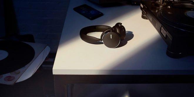 Samsung naděluje: k nákupu smartphonu řady Galaxy S10 získáte bezdrátová sluchátka AKG