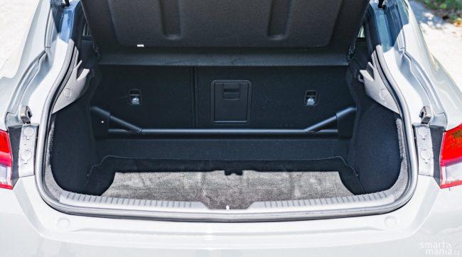 Vzpěra v kufru není jen na efekt. Celé auto je opravdu velmi tuhé.