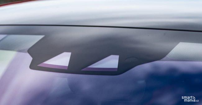 Je zbytečné zmiňovat, že I-PACE je vybaven všemi jízdními asistenty, že umí číst značky a vůbec má vše, co by špičkové SUV mělo mít.