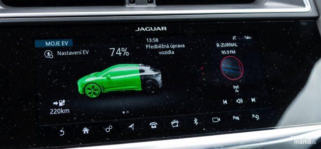 V nabíjení je Jaguar pozadu. Rychlé nabíjení umí jen 100 kW, konkurence dnes zvládá 150 kW. U domácího nabíjení je pak stropem 7,4 kW, lepší by bylo 11 nebo 22 kW.