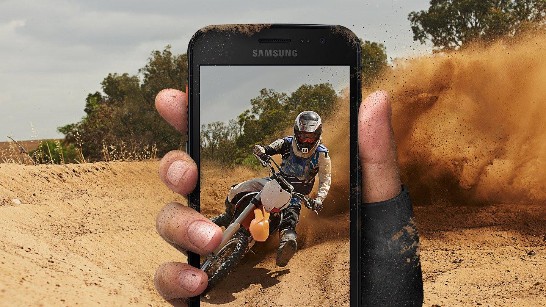online retailer 5a4c4 3b580 Samsung Galaxy XCover 4s: obrněný tank střední třídy. Známe českou ...