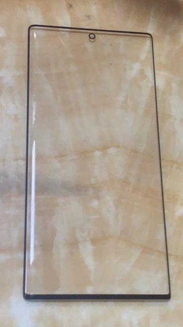 Samsung Galaxy Note 10 přijde o sluchátkový reproduktor. Hrát bude přímo zdispleje