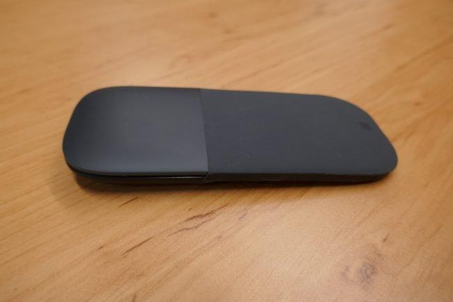 Surface Arc Mouse ve složeném (cestovním) stavu