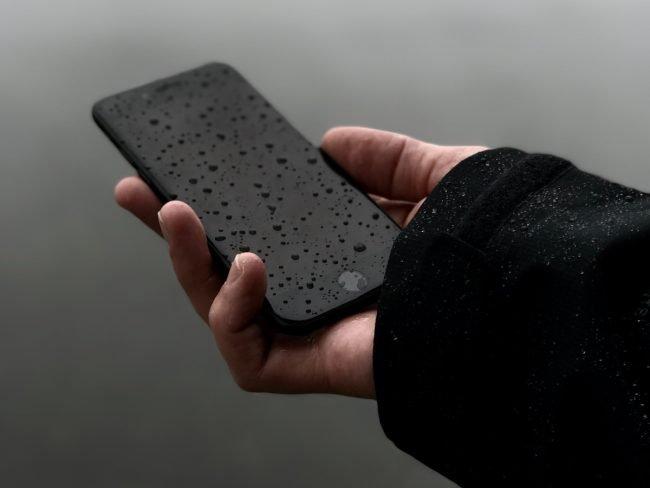 jak vysusit telefon voda ryze 01