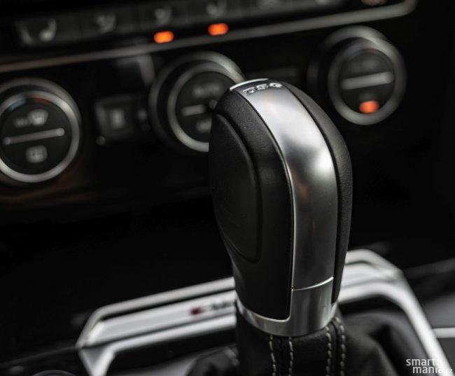 Převodovka jezdí primárně úsporně. Pokud máte raději svižnou jízdu, je třeba více šlapat na plyn nebo ji přepnout do sportovního režimu.