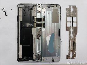 Samsung Galaxy Fold Rozebran 1