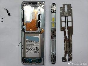 Samsung Galaxy Fold Rozebran 2