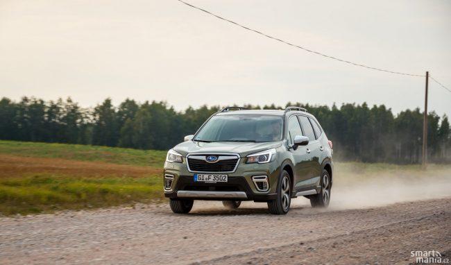 Lotyšské silnice jsou často tvořené šotolinou. Pro zkoušení čtyřkolky jsou ideální.