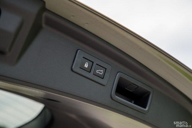 V loňském testu jsme vyčítali pomalé zavírání kufru. Subaru na tom zapracovalo a kufr se teď zavírá rychleji. Navíc lze jedním tlačítkem zavřít kufr a zamknout auto.