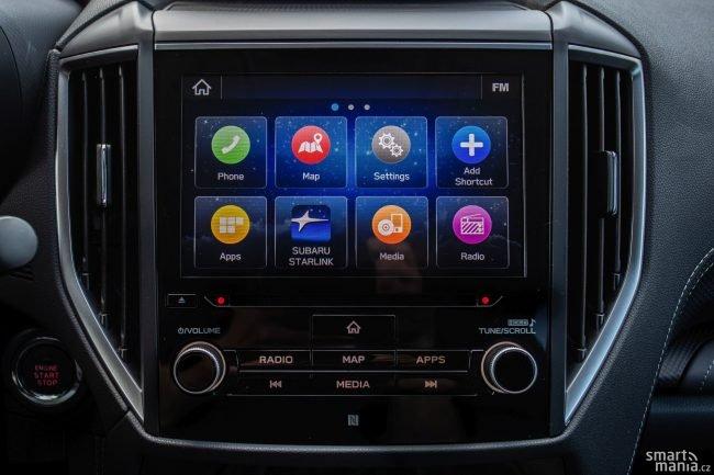 Infotainment podporuje Apple CarPlay i Android auto. Chválíme velké ikony, do kterých se snadno trefíte.