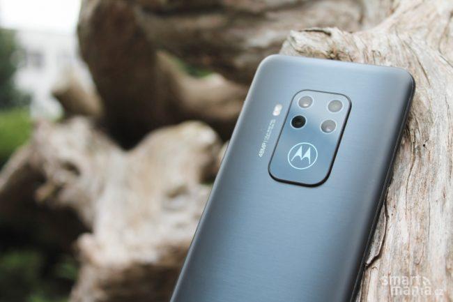 Motorola One Zoom 13