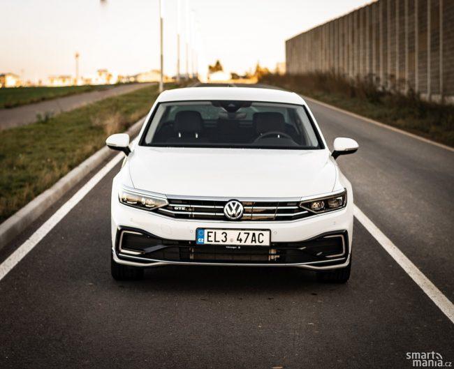 GTE má nárok na značku EL, kterou se označují elektromobily. S touto registrační značkou můžete v Praze bez omezení parkovat na modré zóně. Rozhodující pro přidělení značky EL jsou emise CO2.