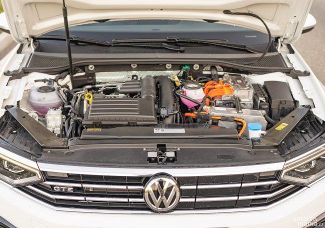 2v1: GTE kombinuje výhody elektromobilu a benzínového motoru. Ale také nevýhody obou platforem.