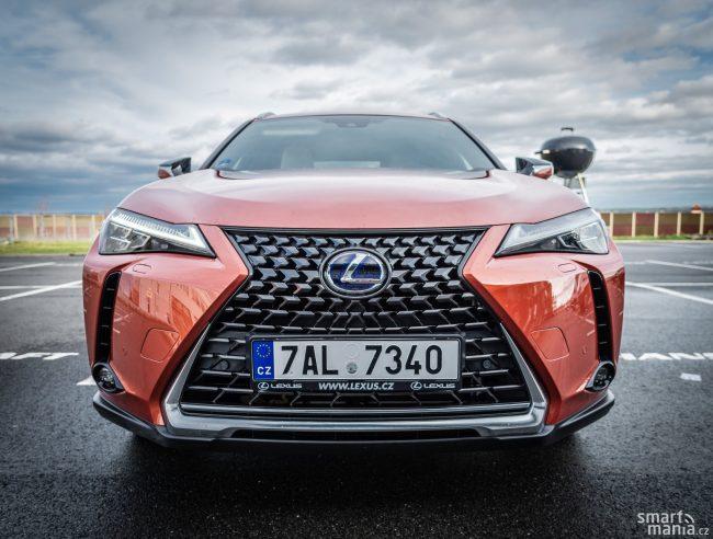 Lexus se divokého designu nebojí.