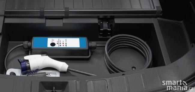 Nabíjet můžete domácí nabíječkou - na 230 V, nebo také pomocí veřejných nabíječek s kabelem Mennekes Typ 2. Třetí možností je pak rychlonabíjení.