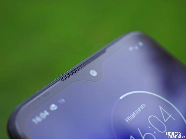 Motorola One Macro 01