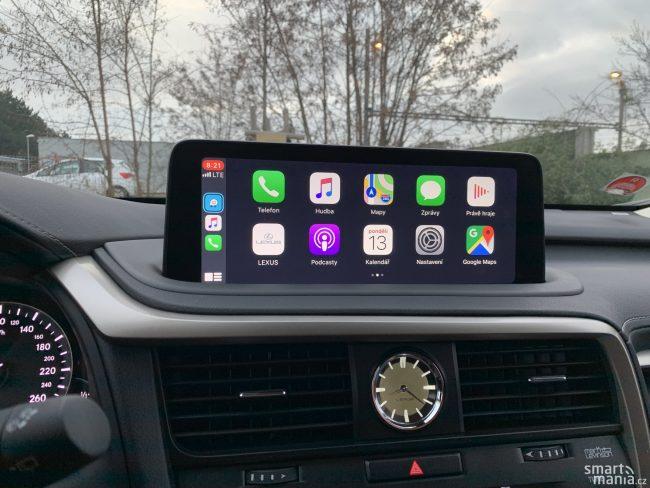 CarPlay umí využít celou úhlopříčku obrazovky. To nebývá standardem.