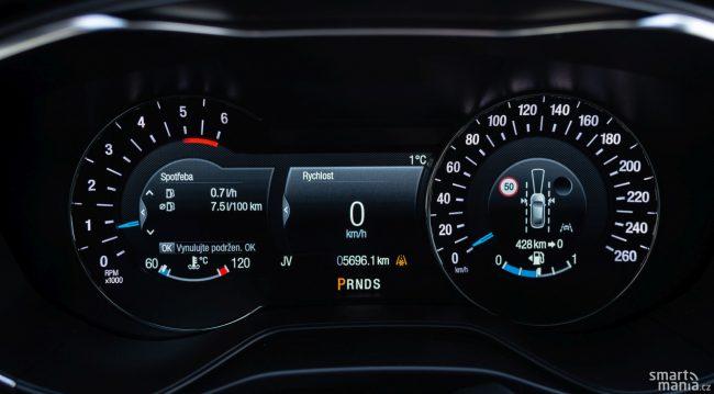 Aktuální povolená rychlost se pak zobrazí na digitálním přístrojovém štítu.
