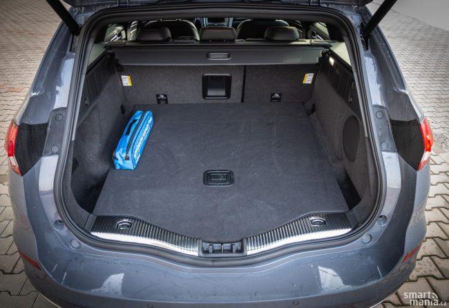 Kufr kombíku nabízí obřích 525 litrů. Když složíte zadní sedadla, dostanete 1630 litrů.
