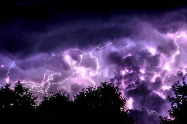 storm bourka blesk elektrina