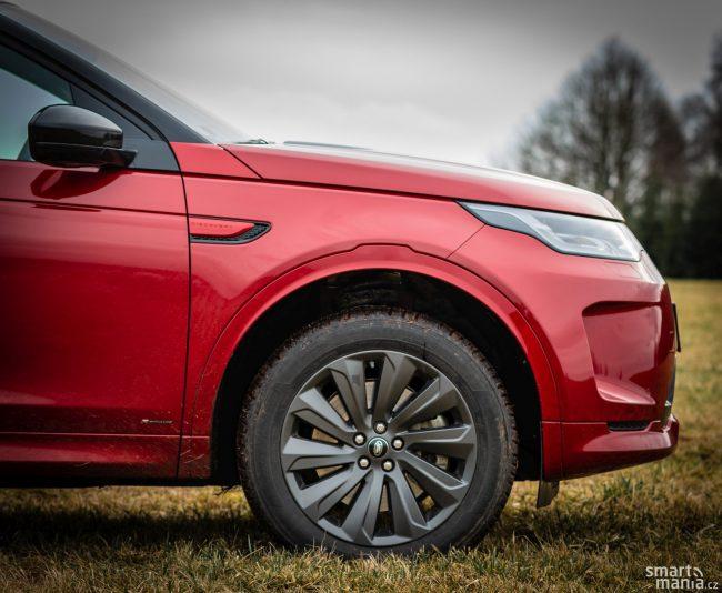 Auto mělo obyčejné silniční pneumatiky, přesto v terénu zvládlo neuvěřitelné věci.