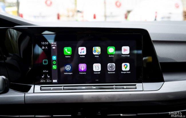 Apple CarPlay je na velkém displeji fajn. Ještě lepší je, že funguje bez kabelů.