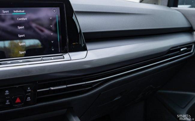 Zpracování interiéru je parádní. Materiály jsou kvalitnější než u Škodovek, ale na Audi nemají. Koncern má karty jasně rozdané.