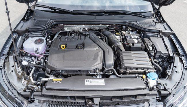 Dvě baterie: kromě 48V lithiové baterie nemůže chybět tradiční olověný akumulátor, který zajišťuje chod systémů určených na 12 V.