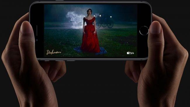 iphone SE hands