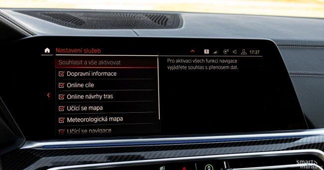 BMW X6 je samozřejmě smart a on-line.