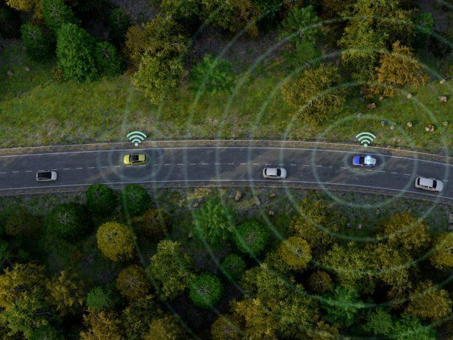 Také sanitky, hasiči nebo policie budou vybavené systémem Car2X. Ostatním účastníkům silničního provozu o sobě dají včas vědět. U nás tedy až za několik let.