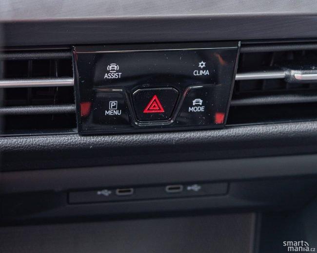 A na středovém panelu jsou naopak tlačítka, na která jsme u Volkswagenu dříve zvyklí nebyli.