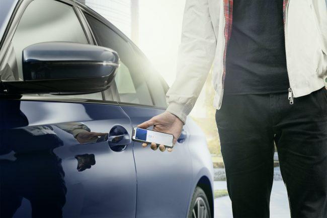 BMW už umí nabídnout odemykání iPhonem