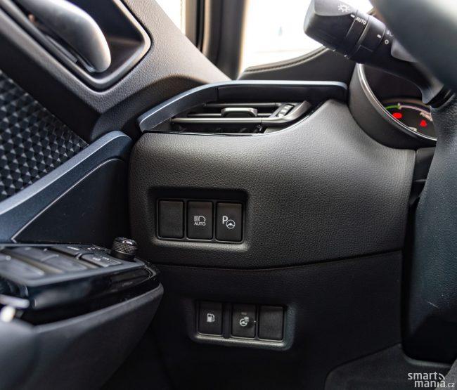 Ve výbavě nechybí nic důležitého. Automatické dálkové světlomety, vyhřívaný volant, automatické parkování a mnoho dalších prvků komfortní výbavy.