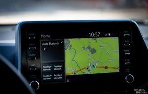 Infotainment nenadchne, ale používat se dá. Navigace není špatná, ale aplikace pro chytré telefony hrají jinou ligu.